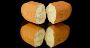 Trình Dược viên chỉ ra sai lầm tai hại của thói quen bẻ đôi thuốc khi uống