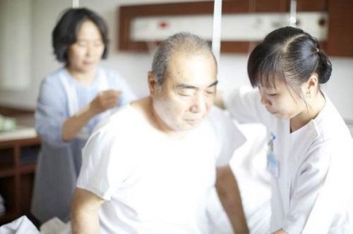 Điều dưỡng viên có vai trò quan trọng với mỗi bệnh nhân