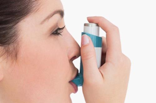 Sử dụng thuốc điều trị bệnh hen suyễn thế nào để không gây tác dụng phụ?