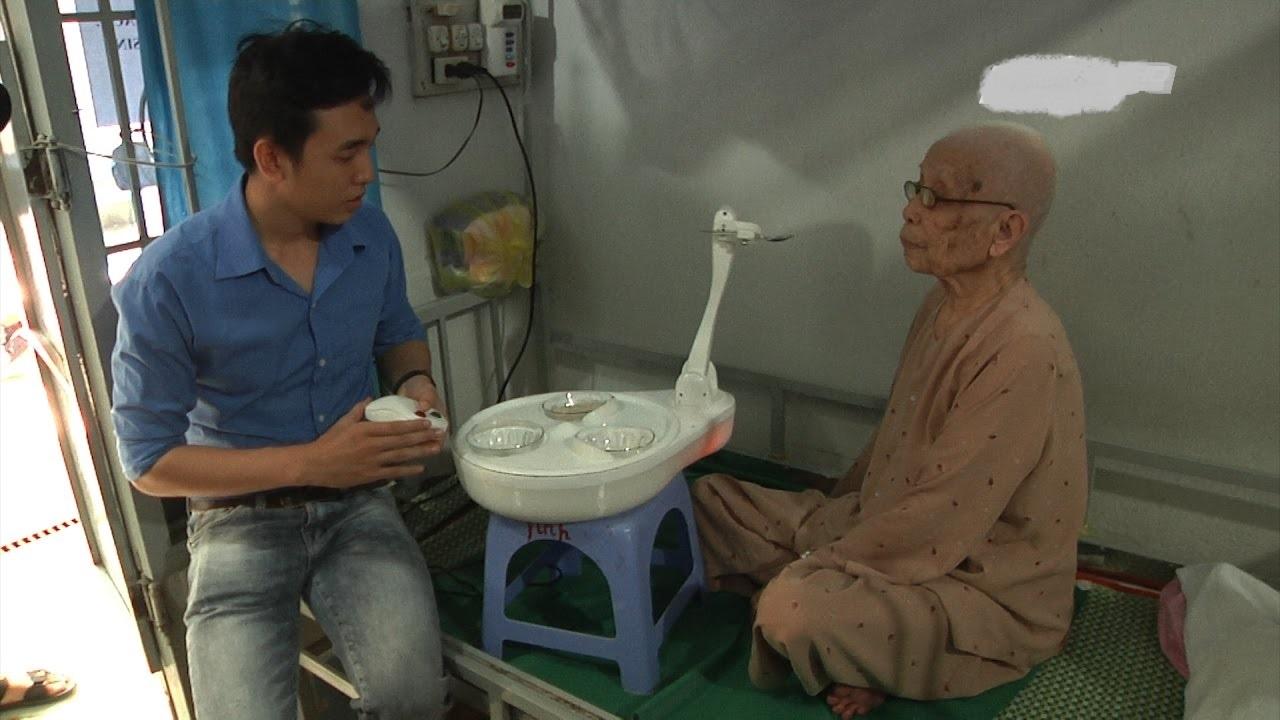 Việt Nam chế tạo Robot thay Điều Dưỡng viên chăm sóc người bệnh