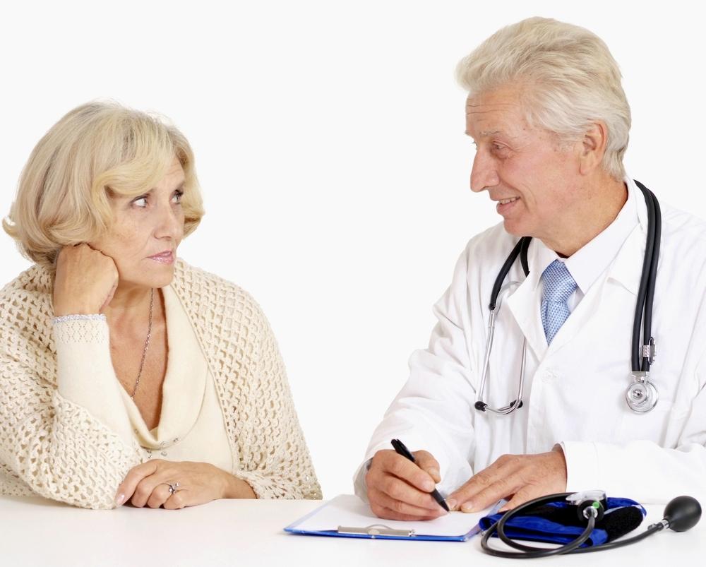 Người già thường tự ý mua thuốc về sử dụng khi chữa bệnh