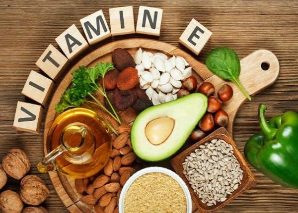 Nên bổ sung vitamin E là vào buổi sáng