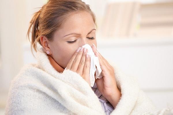 Chuyên gia hướng dẫn cách phân biệt viêm phổi do virus corona với cảm lạnh thông thường