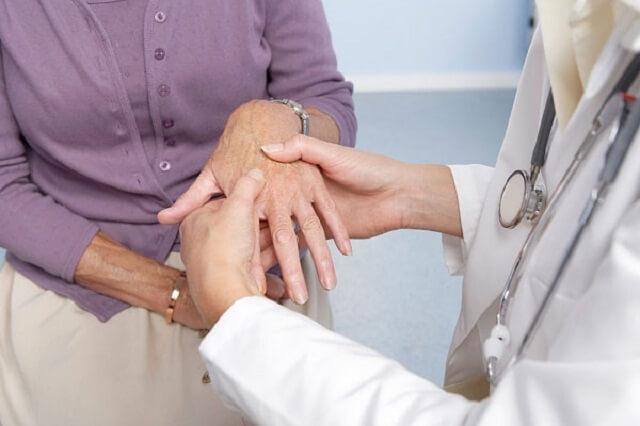 Điều trị bệnh phong thấp như thế nào?